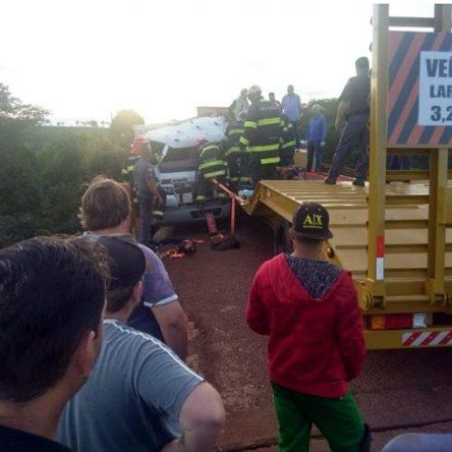VIRADOURO: Acidente em ponte entre caminhões deixa feridos