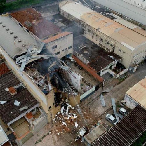 INCÊNDIO/REGIÃO: Bombeiros isolam prédio, mas descartam risco de nova explosão