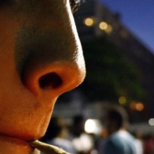 BARRETOS: Menor é flagrado fumando maconha em baile funk