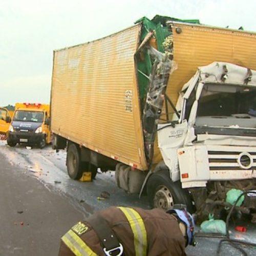 REGIÃO: Morre motorista envolvido em acidente com carreta na Rodovia Anhanguera