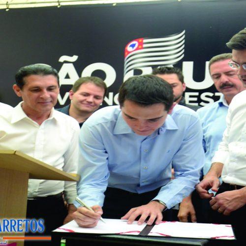 BARRETOS: Governador em exercício, Rodrigo Garcia assina transferência do Aeroporto de Barretos para o Estado