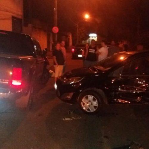 BARRETOS: Colisão entre camionete e carro deixa feridos