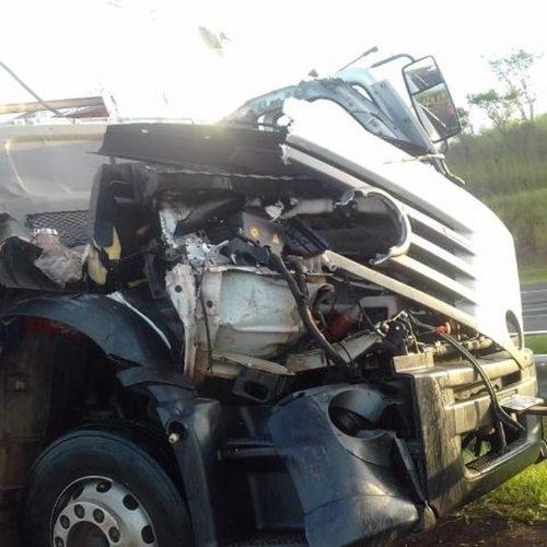REGIÃO: Acidente entre dois caminhões deixa um morto na Marechal Rondon
