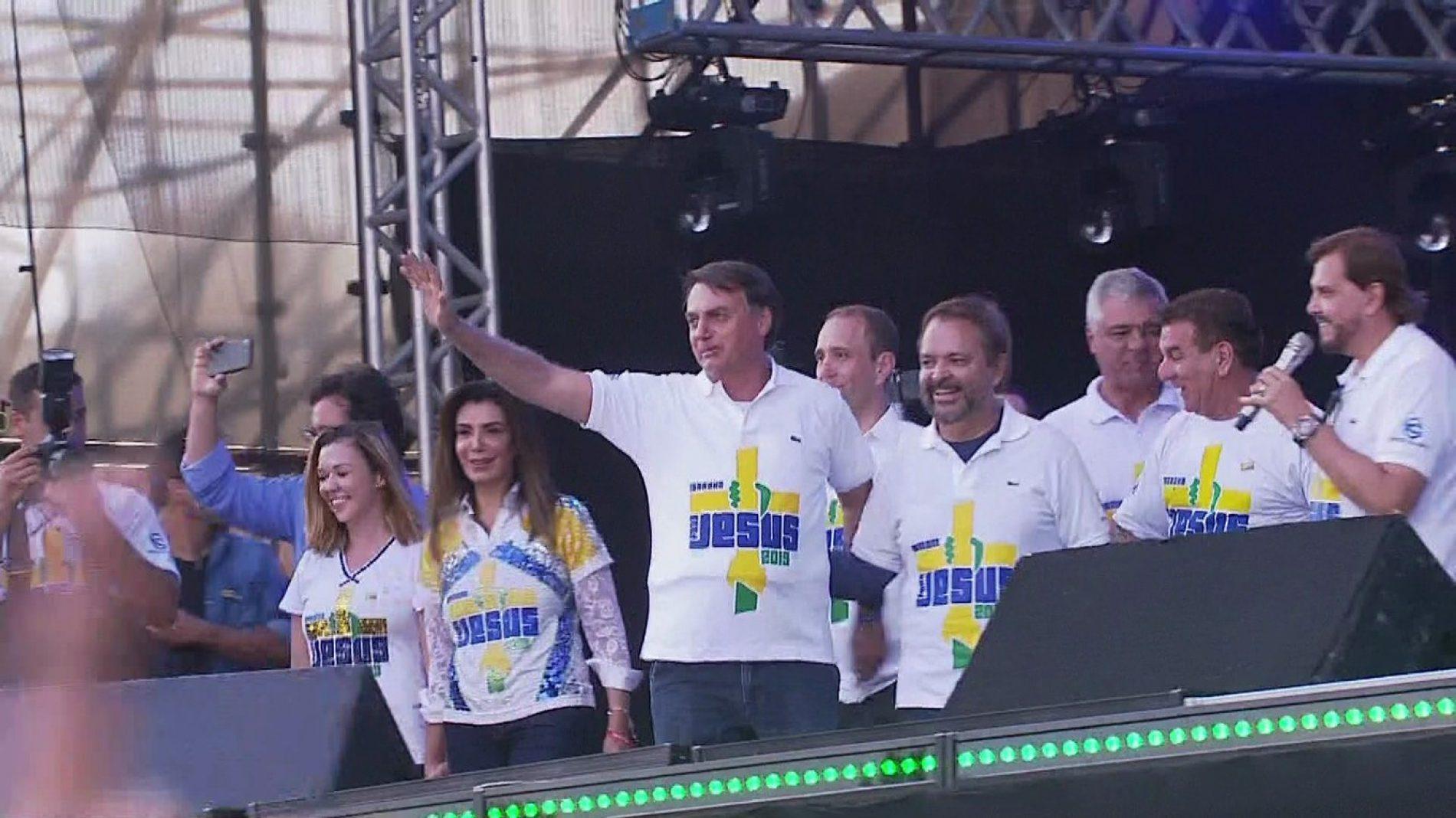 Bolsonaro participa da Marcha Para Jesus em São Paulo