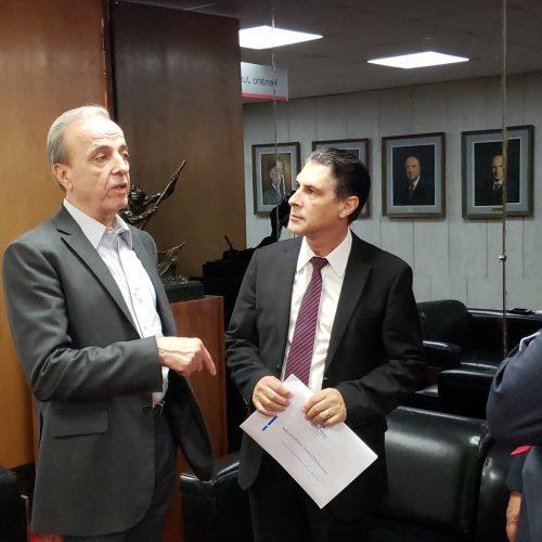 Deputado Sebastião Santos recebe provedor do Hospital de Amor de Barretos, na Assembleia Legislativa