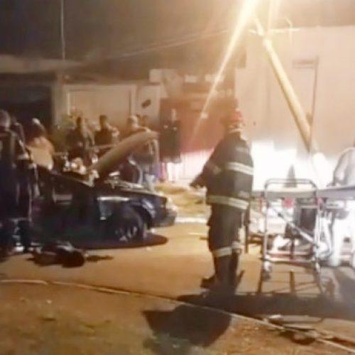 REGIÃO: Colisão entre carro e poste deixa 2 mortos e 4 feridos