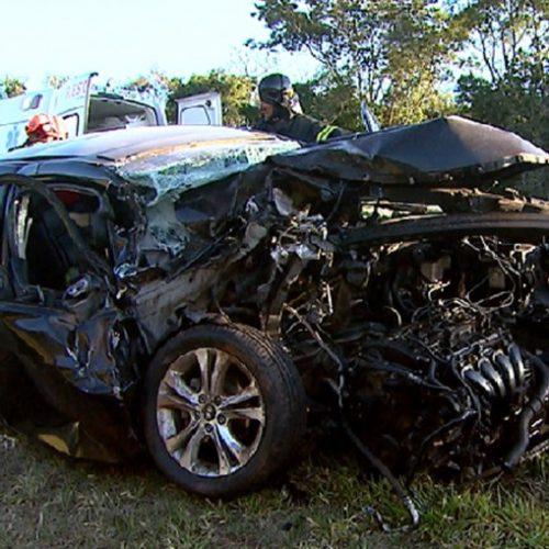 REGIÃO: Irmãos ficam feridos após batida de carro e caminhão