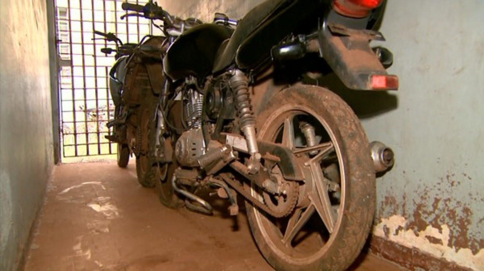 MIGUELÓPOLIS: Ladrões quebram muro, invadem delegacia e furtam motos apreendidas