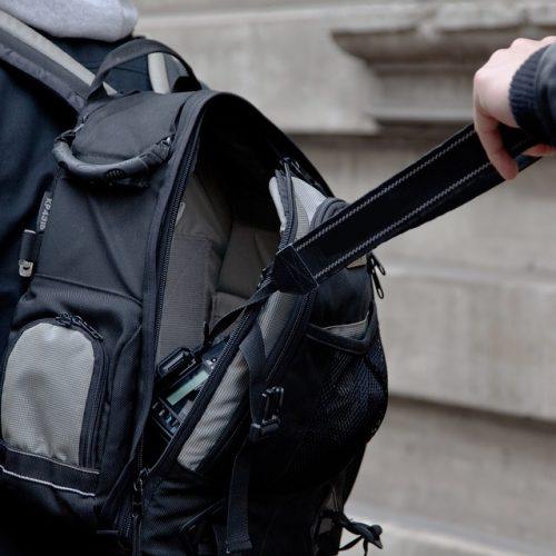 BARRETOS: Ladrão furta mochila de vendedor com diversos objetos em seu interior