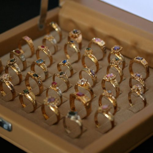BARRETOS: Mulher registra queixa de estelionato após comprar anel de formatura