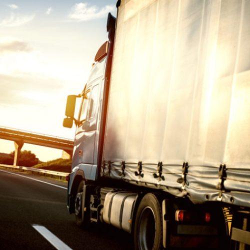 BARRETOS: Motorista é rendido na rodovia e ladrões tentam roubar caminhão com carga de cimento