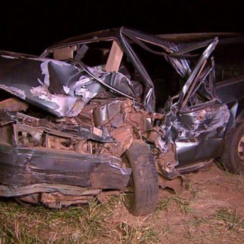 REGIÃO: Pai, mãe e filhos ficam feridos em acidente