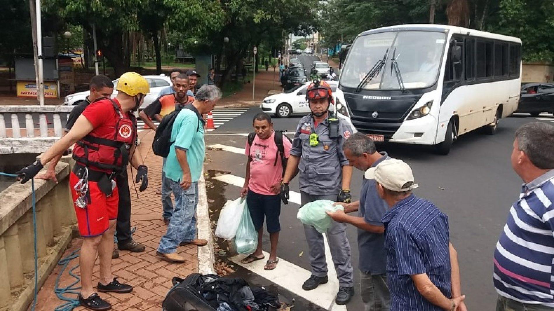 REGIÃO: Mala roubada é jogada em córrego e mobiliza Bombeiros