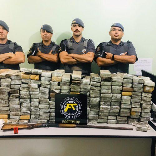 GUARACI: Casal é preso com quase 160 quilos de drogas em chácara no Pedregal