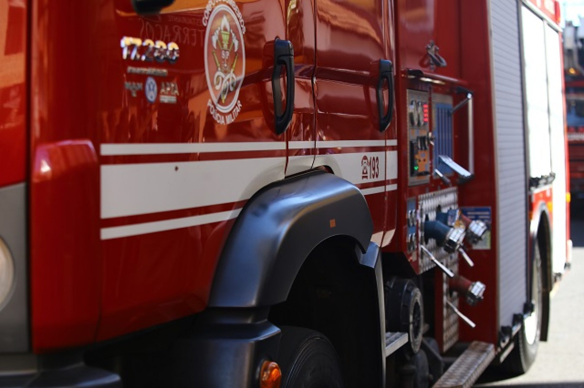 OLÍMPIA: Duas pessoas morrem e uma fica ferida após carro bater em árvore na Rodovia Assis Chateaubriand