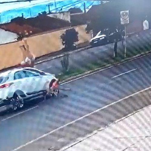 REGIÃO: Avó e neta são atropeladas ao tentarem atravessar avenida