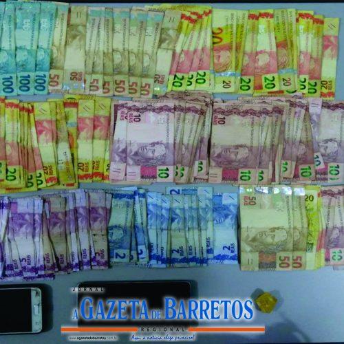 BARRETOS: Operação policial prende maiores e apreende menor, drogas e dinheiro no bairro Santa Isabel