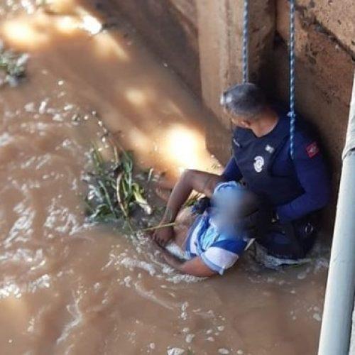 REGIÃO: Morador de rua é resgatado após se afogar em represa