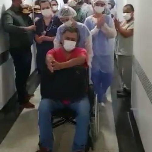 BIRIGUI: Ao som de violino e aplausos, médico recebe alta após 18 dias internado por Covid-19