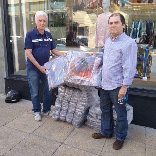 BARRETOS: Fundo Social da Prefeitura recebe doações de cobertores do Grupo Jóia