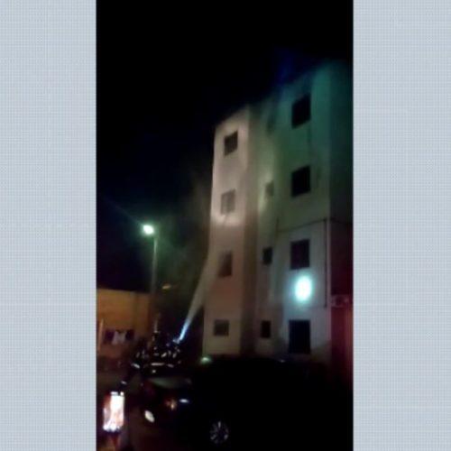 REGIÃO: Apartamento pega fogo e moradora pula da janela para se salvar