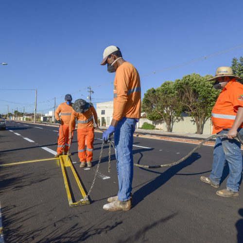 BARRETOS: Avenida Roberto Rios recebe pintura de sinalização de solo