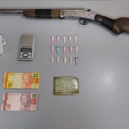 BARRETOS: Polícia prende indivíduo com cocaína, dinheiro e outros objetos relacionados ao tráfico no bairro Santana
