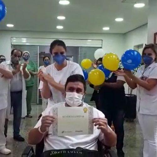 Curado da Covid-19, técnico de enfermagem de SP volta ao trabalho inspirado: 'Muito mais amor aos pacientes'