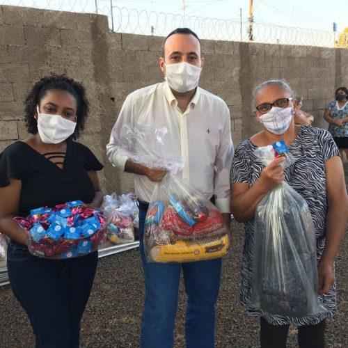 Instituto Rosentino Bispo distribui cestas básicas e cobertores para famílias em situação de vulnerabilidade