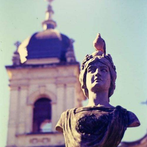 BARRETOS: Busto histórico está sendo restaurado pela Prefeitura
