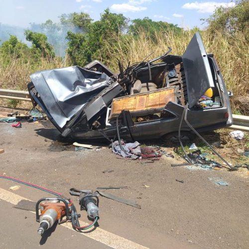 ALTAIR/MATÉRIA COMPLETA: Família se envolve em acidente na Rodovia Armando Sales de Oliveira e mulher vai a óbito no local