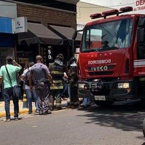 URGENTE: HOMEM ATEIA FOGO EM SI MESMO NO CENTRO DE BARRETOS