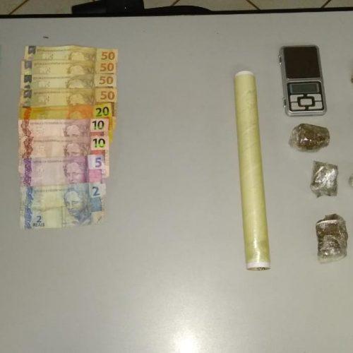 BARRETOS: Polícia apreende maconha, dinheiro, balança e prende homem por tráfico de drogas