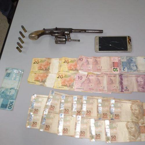 BARRETOS: Cozinheiro é preso com arma de fogo e dinheiro