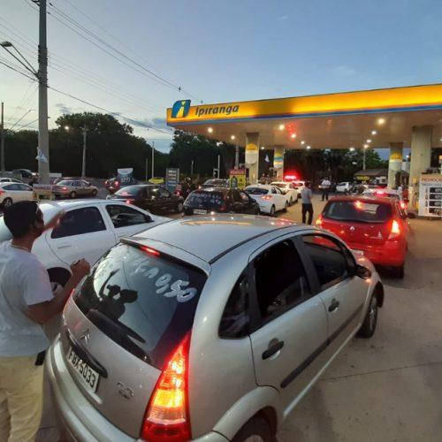 REGIÃO: Contra preço do combustível, motoristas de app abastecem com R$ 0,50