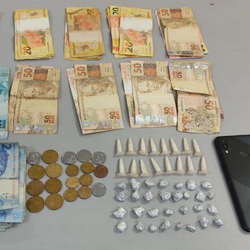 OLÍMPIA: POLÍCIA MILITAR PRENDE DOIS INDIVÍDUOS POR TRÁFICO DE DROGAS NO BAIRRO SANTA EFIGÊNCIA