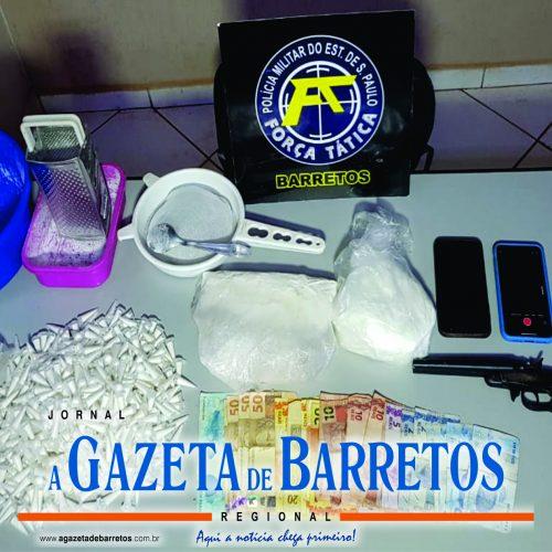 """BARRETOS: """"Operação Narcos"""" prende três pessoa e apreende dinheiro, arma e quase um quilo e meio de drogas"""
