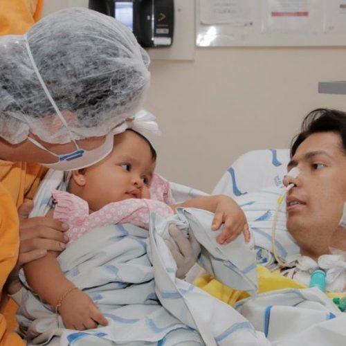 REGIÃO: Paciente internado reencontra filha dois meses após transplante de pulmão: 'Estímulo para a recuperação', diz pai