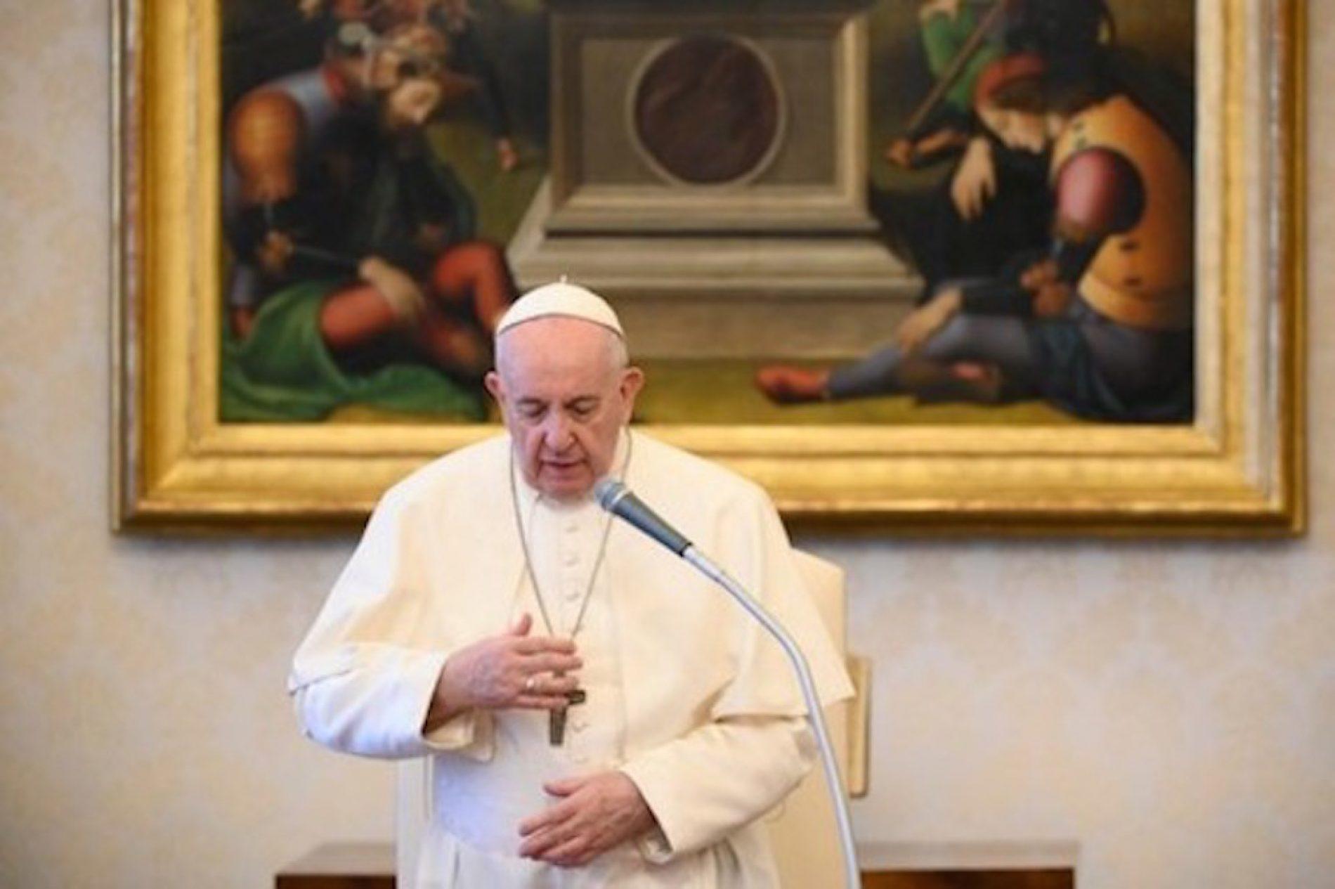 Papa Francisco é internado para cirurgia em Roma